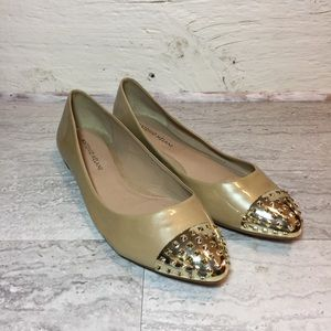 Antonio Melani pearlized patent point toe flatsSIE